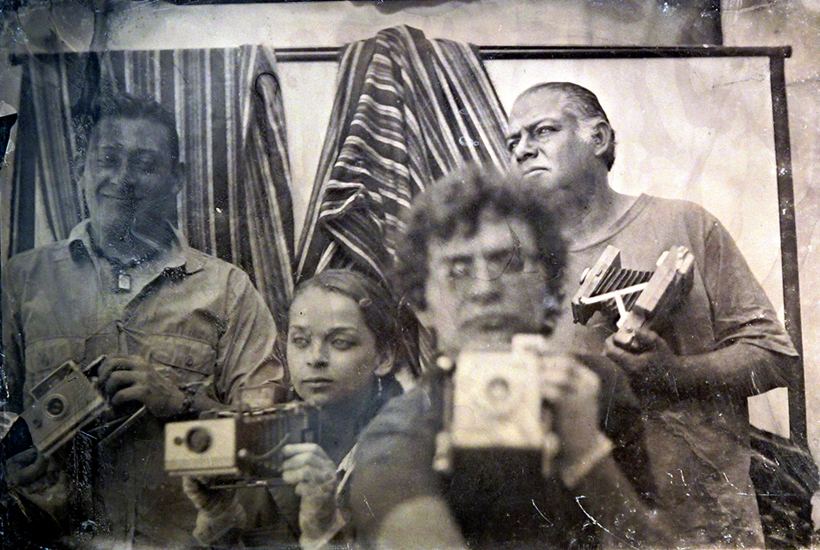 Juan Carlos Basabe, Lydia Lozano, Sergio Mayorga y Carlos Segura, integrantes de Alquimistas Contemporáneos. Colodión húmedo © Sergio Mayorga
