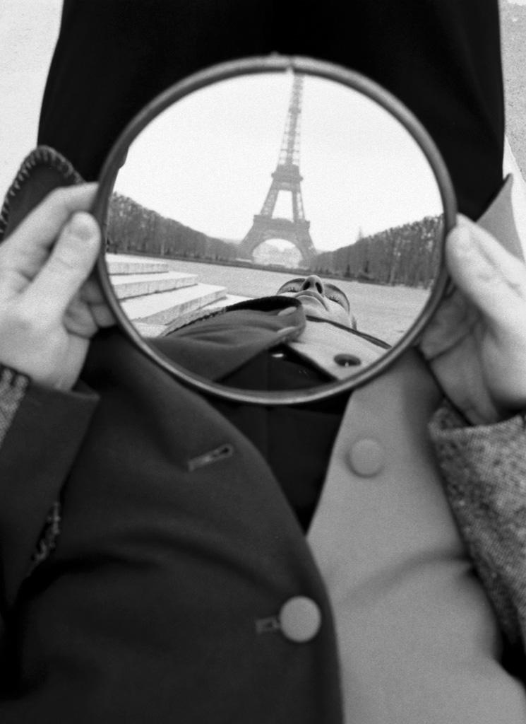 Geof Kern, Mirror Eiffel, 1992. Courtesy PDNB Gallery, Dallas, TX