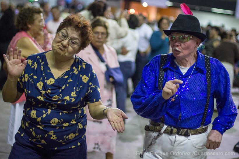 Cientos de adultos mayores asistieron baile anuel 2014 del Instituto Nacional de las Personas Adultas Mayores. Foto: Enrique Ordoñez /Cuartoscuro.com