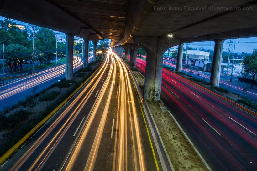 Miles de aitomovilistas circulan diariamente por Periférico, una de las avenidas más transitadas de la ciudad de México. Foto: Isaac Esquivel /Cuartoscuro.com