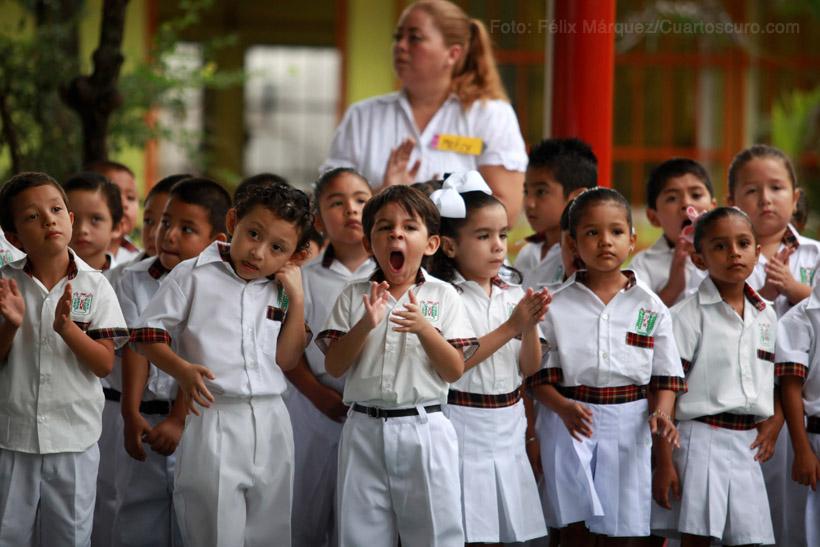 Cerca de dos millones de niños y adolescentes veracruzanos ingresaron este día al Ciclo Escolar 2014 - 2015. Foto: Félix Márquez /Cuartoscuro.com