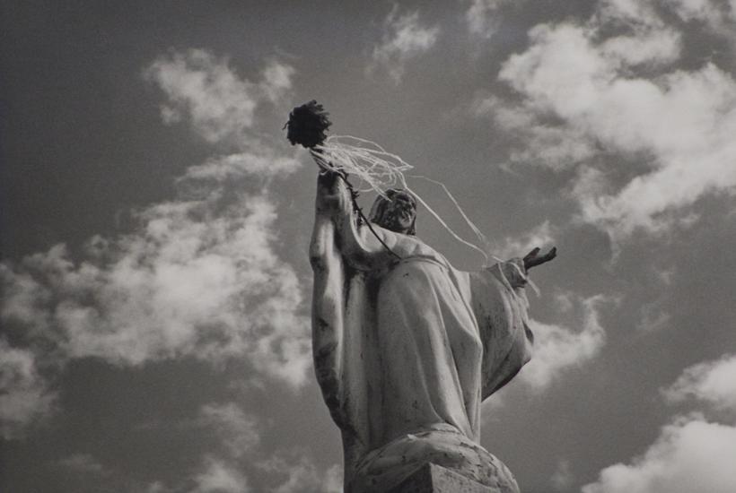 Cristo flor en alto © Mariana Yampolsky