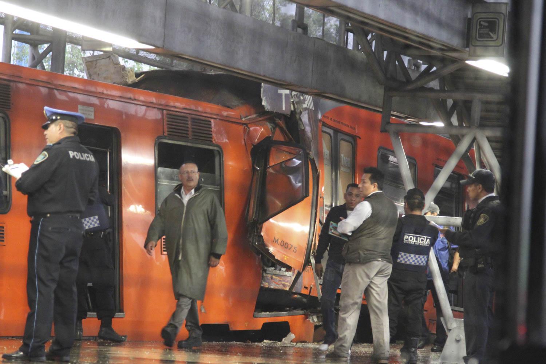 MÉXICO, D.F., 04MAYO2015.- El choque de dos trenes en la estación Oceanía del Sistema de Transporte Colectivo Metro dejó como saldo 12 personas heridas. Foto: Saúl López /Cuartoscuro.com