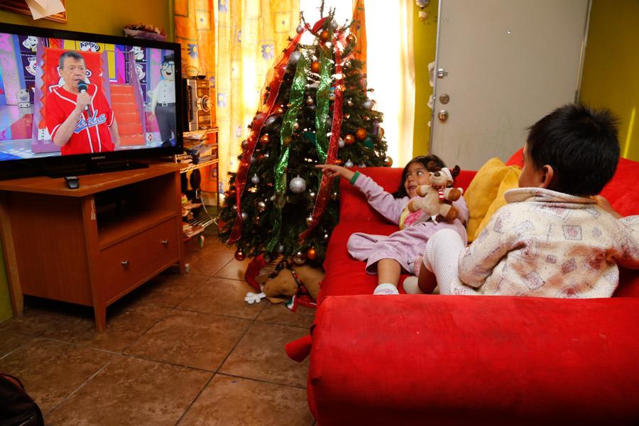 """MÉXICO, D.F., 20DICIEMBRE2015.- Después de 48 años al aire el programa de Xavier López, """"En Familia con Chabelo"""", llegó a su última transmisión este domingo. El programa, con un guión sencillo y concursos para adultos y niños, ha sido el más longevo en la televisión Mexicana. Foto: Armando Monroy /Cuartoscuro.com"""