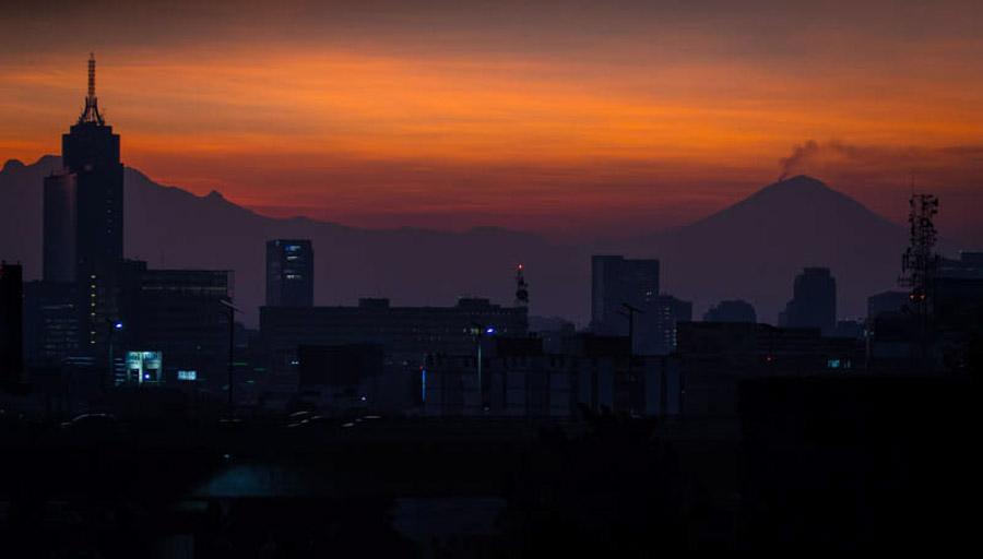 MÉXICO, D.F., 30NOVIEMBRE2015.- Amanecer en la ciudad de México, una mañana de otoño.  Foto: Isaac Esquivel /Cuartoscuro.com