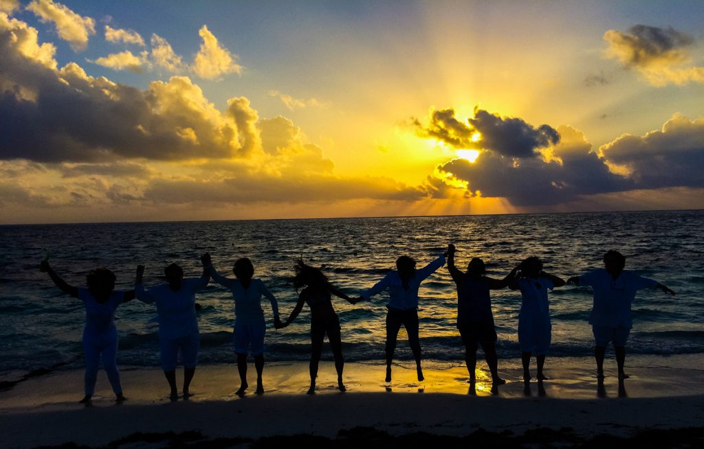 PUERTO MORELOS, QUINTANA ROO., 01ENERO2017.- Los primeros rayos de sol en el año nuevo en el Caribe mexicano. FOTO. ELIZABETH RUÍZ /CUARTOSCURO.COM