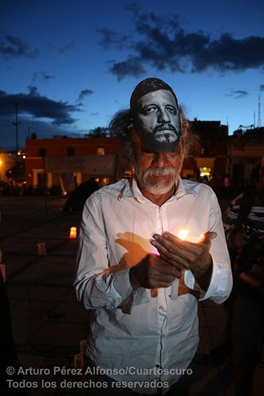 Durante la velada por la memoria del fotoperiodista Rubén Espinosa, asesinado en la Ciudad de México. Foto: ©Arturo Pérez Alfonso/Cuartoscuro