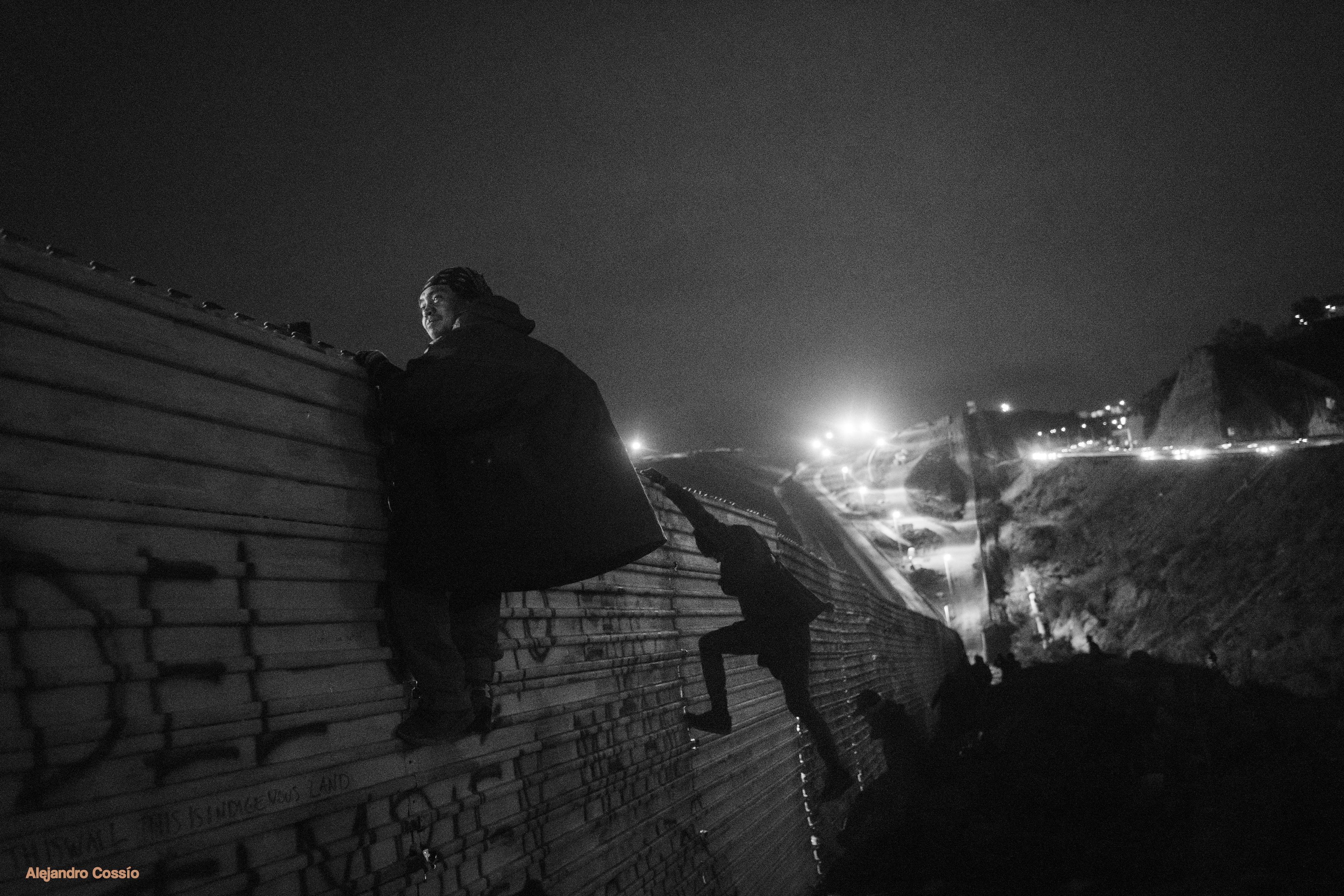 Brincando el cerco/ Jumping the fence