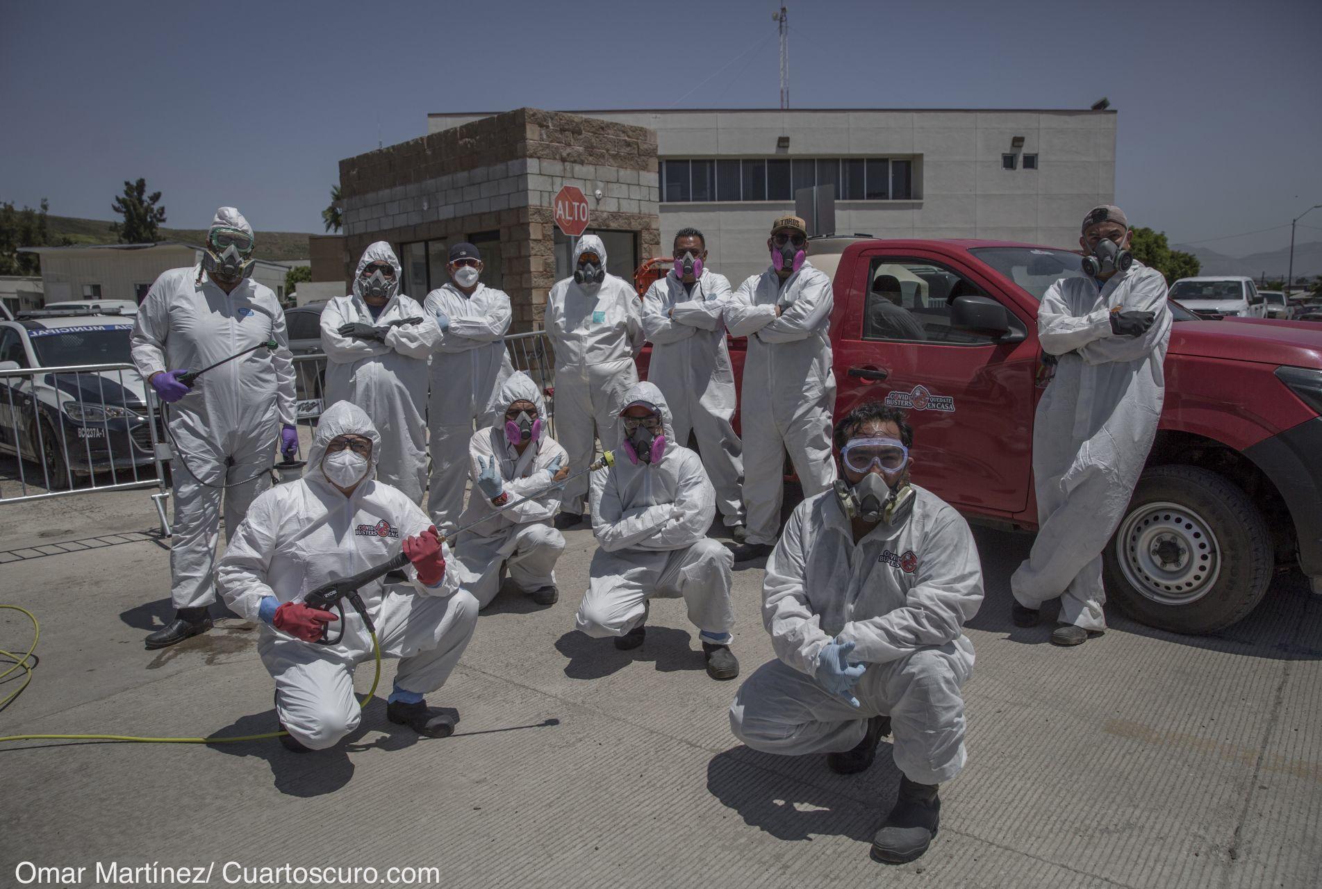 Caza-covid sanitizan y libran de todo virus las distintas zonas vulnerables de Tijuana