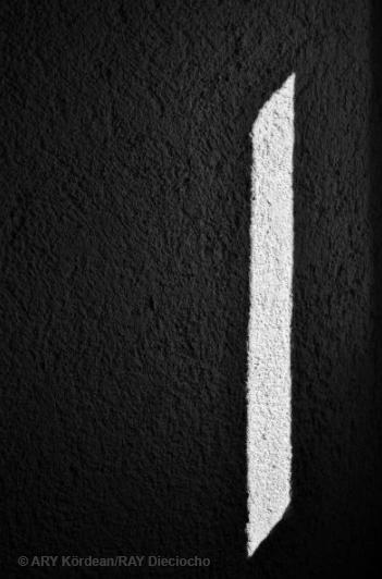 Luz que pasa por una rendija mediana. De la serie VAr 19:20 6