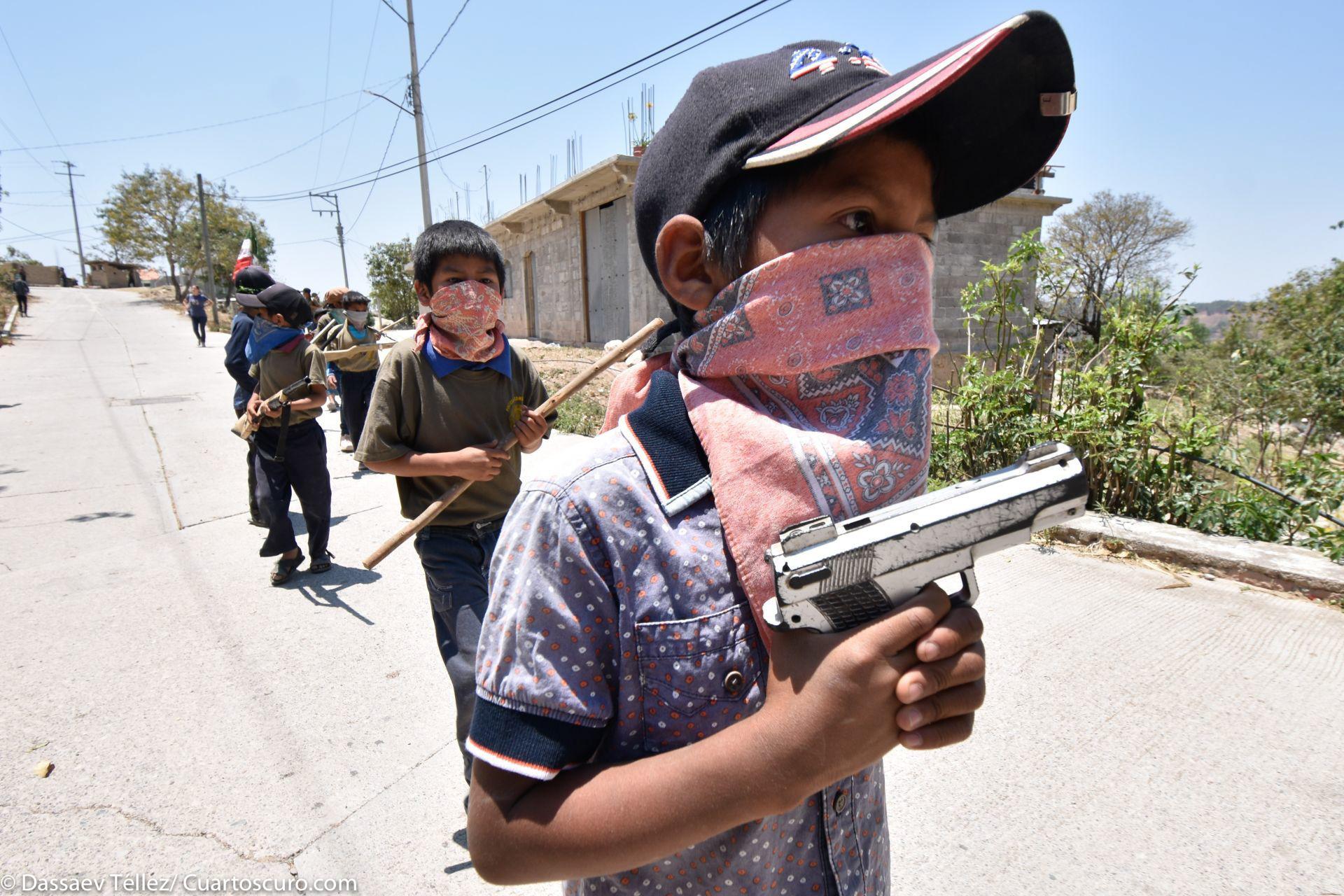 """En la comunidad de Ayahualtempa de José Joaquín de Herrera, Guerrero, fueron presentados más de 17 """"niños comunitarios"""" en exigencia de atención por parte de las autoridades para atender las carencias que la comunidad padece,"""
